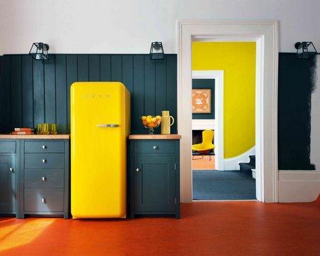 покрасить холодильник на кухне - бюджетный ремонт кухни