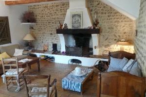 мебель в гостиной прованс.jpg