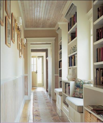книжные полки в коридоре 3