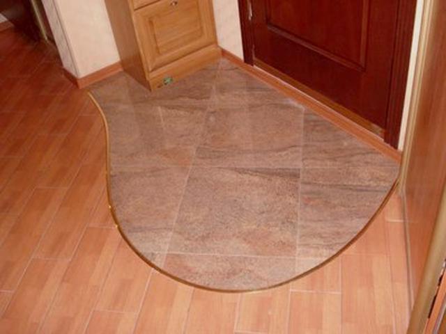 пол из плитки в коридоре 2