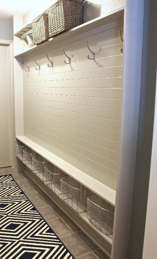 стильная вешалка в коридоре