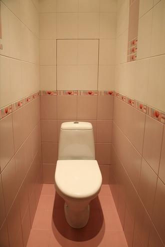 большая плитка в туалете без обрезки