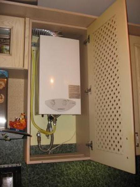 газовая колонка вмонтированная в шкаф