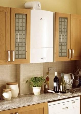 газовая колонка между кухонные шкафчиками. ремонт кухни с газовой колонкой