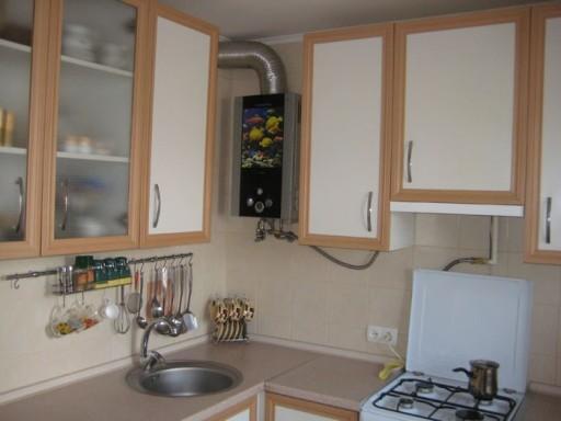 раскрашенная газовая колонка 2. ремонт кухни с газовой колонкой