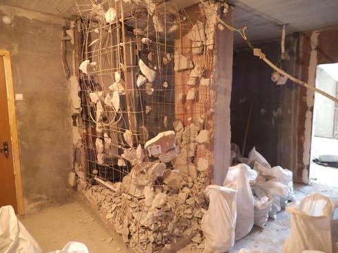 межкомнатная стена из гипса и арматуры.jpg