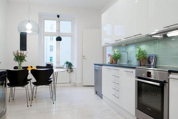 белый и чёрный цвет на кухне.jpg