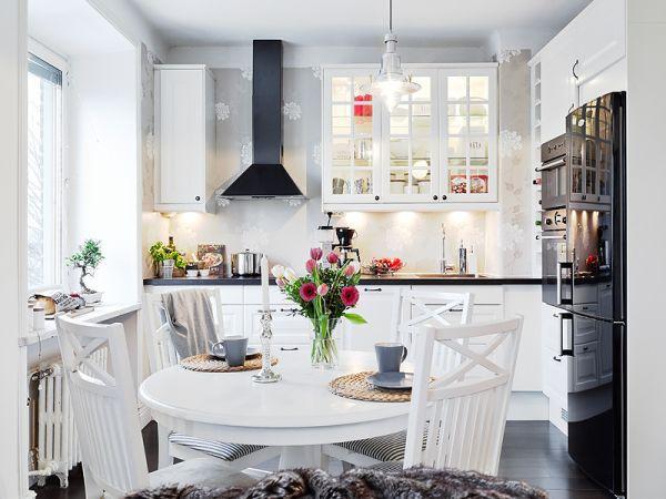 обеденный стол на кухне в скандинавском стиле.jpg