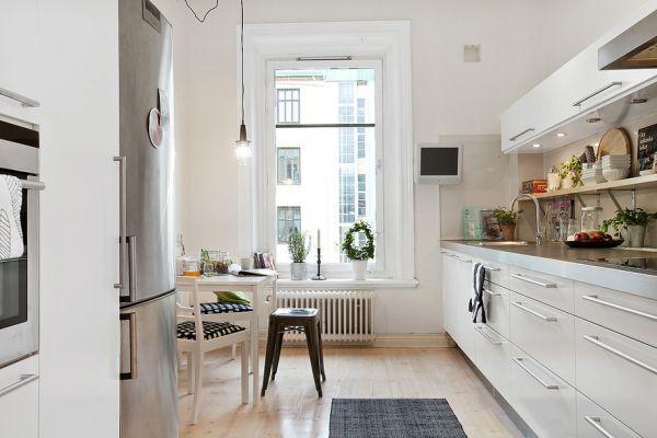 светлый деревянный пол на кухне.jpg