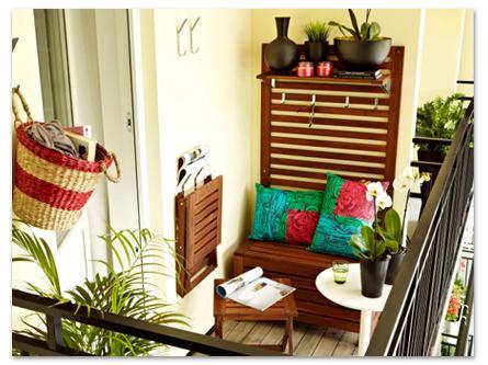 настенная панель и ящик скамейка - лайфхаки для балкона