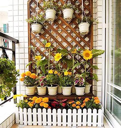 настенные горшки на балконе 2