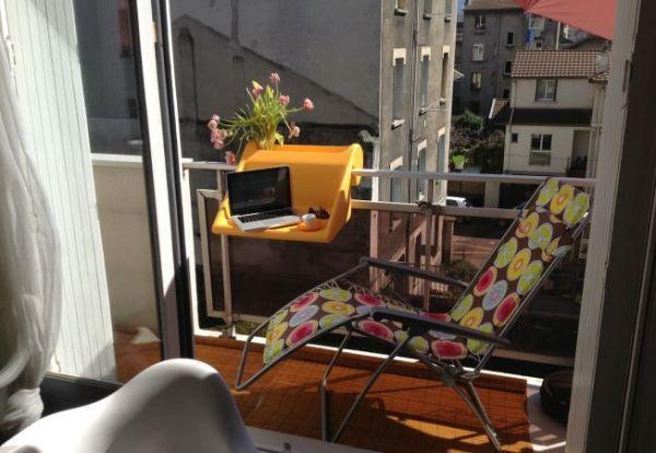 небольшие подвесные столики на балконе 2