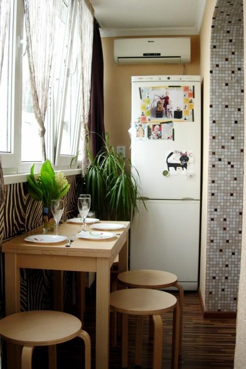 объединнный балкон с кухней