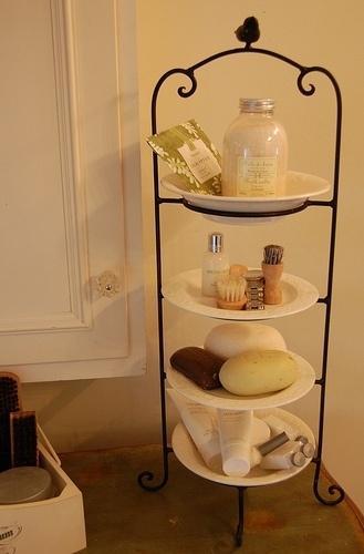 стойка для хранения в ванной комнате