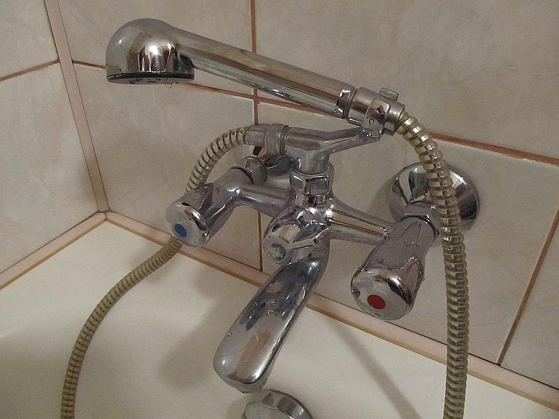 замена прокладки смесителя в ванной