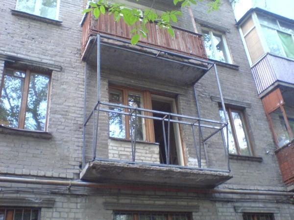 металлический каркас на балконе.jpg