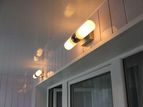 круглый светильник на балконе.jpg