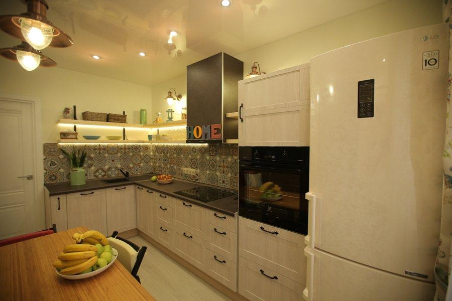 точечные светильник на кухне