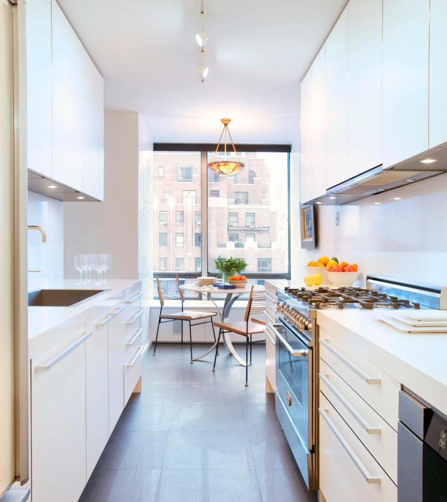 вариант освещения длинной кухни