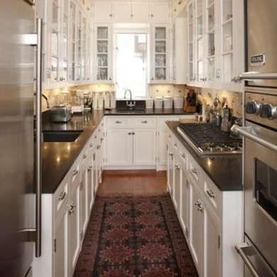 длиная кухня без балкона. дизайн узкой кухни