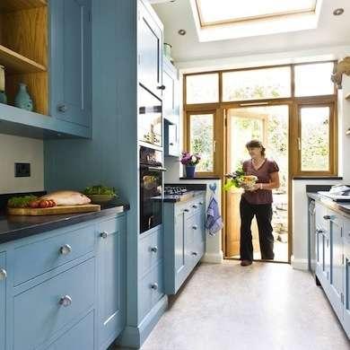 интересный интерьер узкой кухни 3