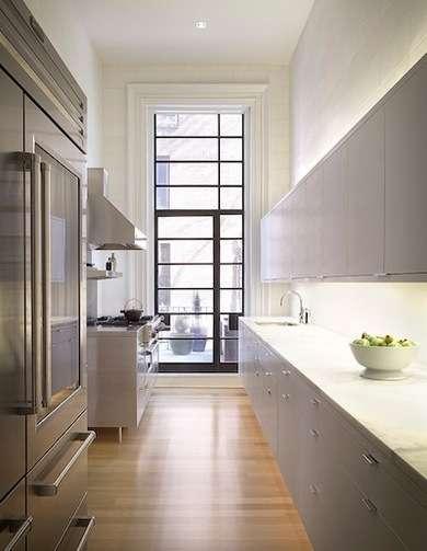 интересный интерьер узкой кухни. дизайн узкой кухни