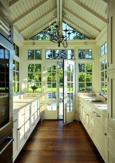 кухня на терассе. дизайн узкой кухни