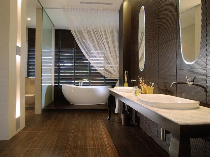 деревянные панели в ванне спа.jpg