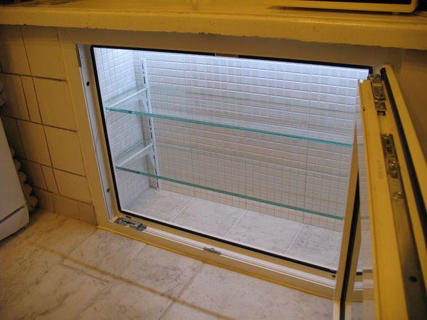 стеклянные дверцы в холодильнике хрщёвском.jpg